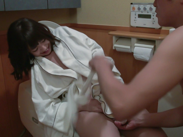 Wakaba Onoue - Japanese insertion with bustyWakaba Onoue - Picture 1