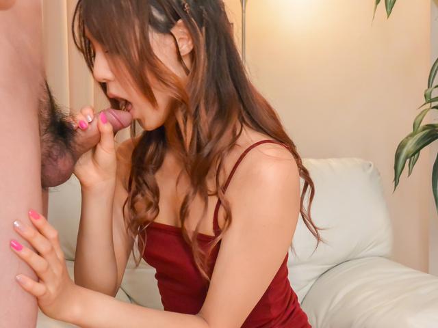 Yukina Momota - Yukina Momota fucked with a vibrator while giving an asian blowjob - Picture 1