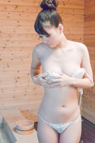 大場ゆい - 天然巨乳大場ゆい~檜風呂で強制発射! - Picture 10