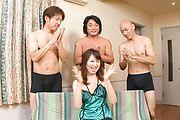 Naho Kojima - 日本女孩口交与性爱在下小岛 - 图片 1