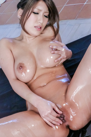 Sex Yume Mizuki loves showing her sexy body when oiled