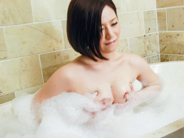 Minami Asano - Minami Asano plays with her pussy in the shower  - Picture 6