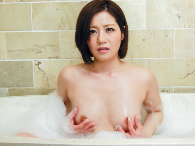 Minami Asano - Minami Asano plays with her pussy in the shower  - Picture 9