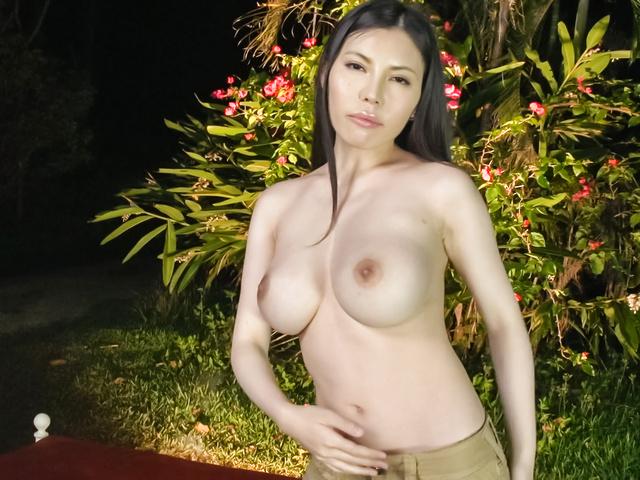Sofia Takigawa - Asian amateur video with brunetteSofia Takigawa - Picture 4