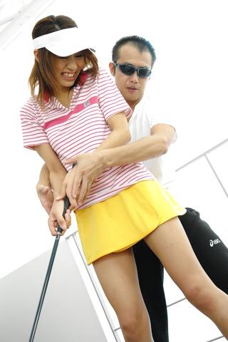 Ren Ito - 仁在高尔夫风光结束了她的屄迪克 - 图片 3