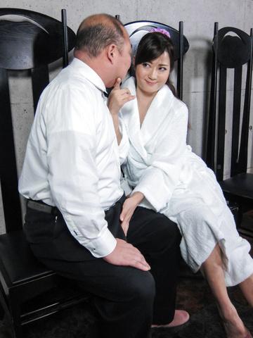 緒川みずき - ビンタ&フェラ セクシー奥様小川瑞希 - Picture 12