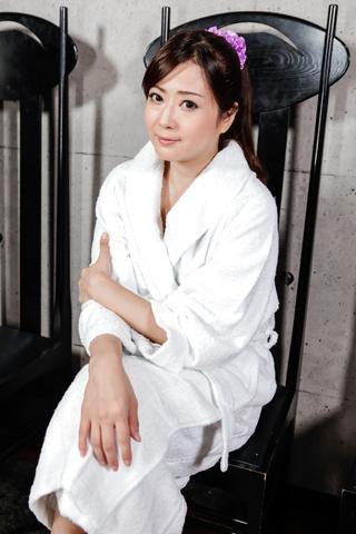 Mizuki Ogawa - 令人印象深刻的亚洲打击工作与性感水木小川 - 图片 3