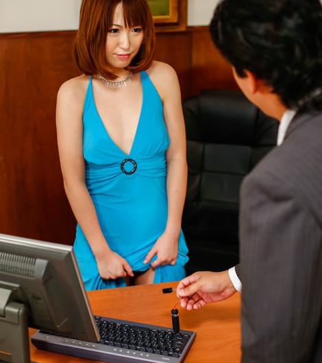 Секс с двумя коллегами на работе