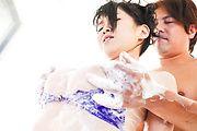 Yui Satonaka - Yui 宫崎葵扮演玩两只公鸡在三人行 - 图片 7