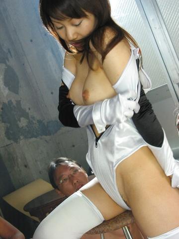 Haruka Aoi - 遥 Aoi 吸五公鸡为吉射精 - 图片 1