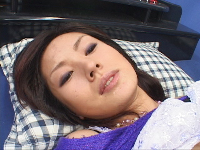 Mecumi - Mecumi cheers up a friend by letting him fuck her hard - Picture 11