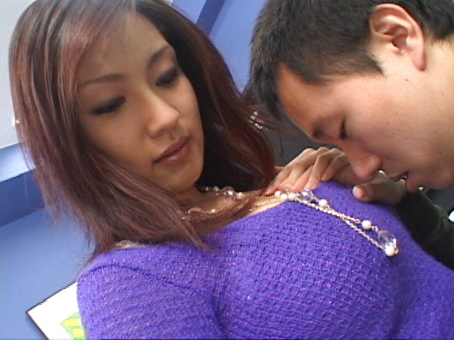 Mecumi - Mecumi cheers up a friend by letting him fuck her hard - Picture 5