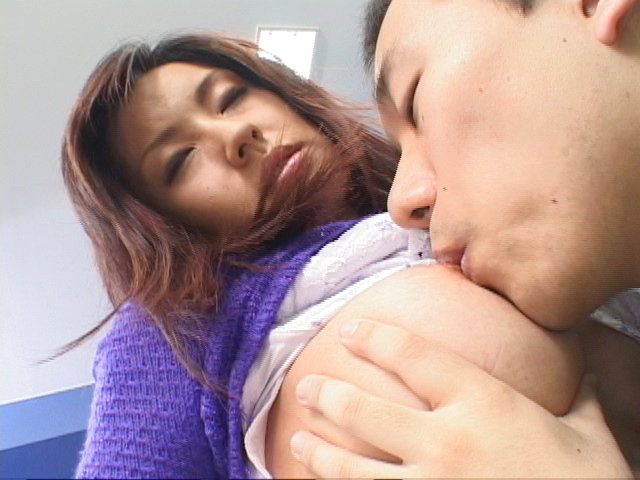 Mecumi - Mecumi cheers up a friend by letting him fuck her hard - Picture 7