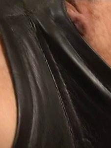 Maria Ozawa - 在性感皮革服装小泽玛利亚乱搞两个家伙 - Screenshot 7