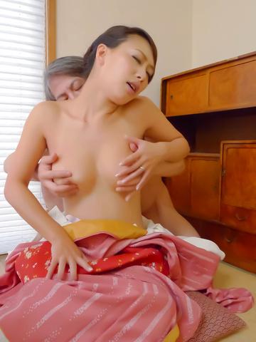 Yayoi Yanagida - Naughty babe Yayoi Yanagida giving head and get boned - Picture 10