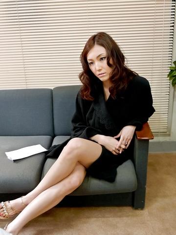 Nozomi Mashiro - Pussy & asshole fun with Mashiro Nozomi double penetrated - Picture 4