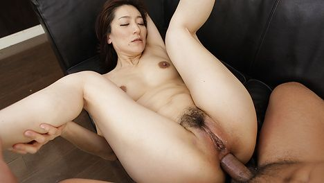 Asian blow job with Marina Matsumoto in threesome