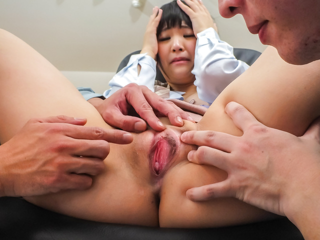 Tsuna Kimura - Two guys get an asian girl blowjob and fuck Tsuna Kimura - Picture 10