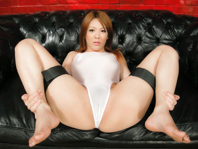 Rei - 日本美女名叫 Rei 钉和奶油在她的屁股 - 图片 4