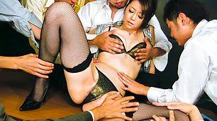 日本辣妹北条 Maki 人处理