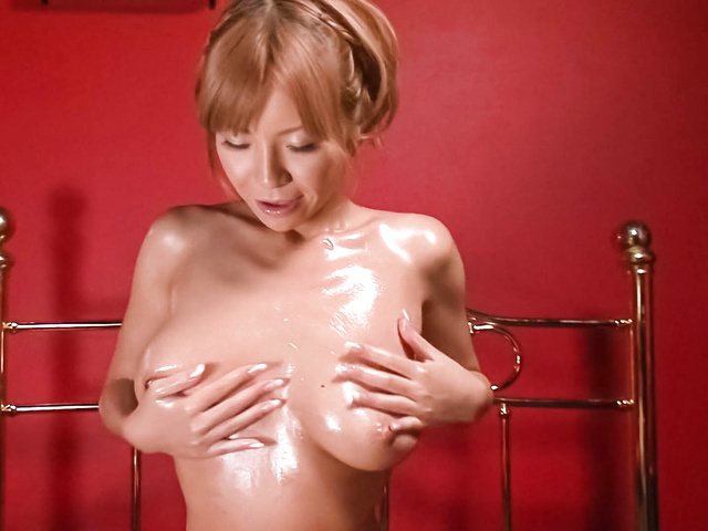 Sumire Matsu - Sumire Matsu with oiled body sucks tool - Picture 9