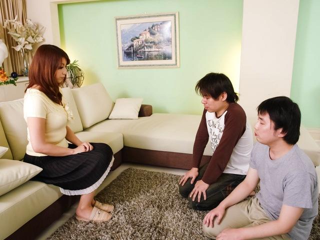 Araki Hitomi - Busty MILF Hitomi Araki Creampied In A Threesome - Picture 1