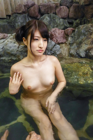 Saki Kobashi - Saki Kobashi asian amateur fucked in the water with a vibrator - Picture 10