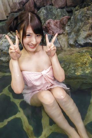 Saki Kobashi - 萨奇小桥亚洲业余性交在水中,将振动器 - 图片 4