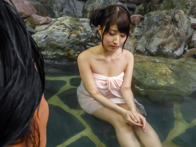 Saki Kobashi - Saki Kobashi asian amateur fucked in the water with a vibrator - Picture 6