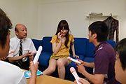 Moe Sakura - 教育部樱花日本口交自慰时给伙计们 - 图片 9