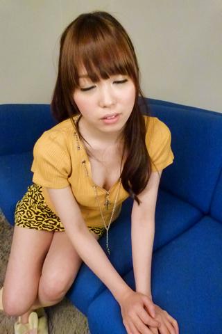 Moe Sakura - Moe Sakura gives guys a japan blowjob while masturbating - Picture 4