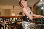 Maki Horiguchi - 由苗条 Maki Horiguchi 双亚洲口交 - 图片 1