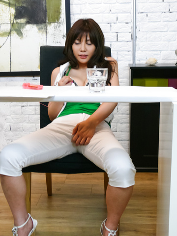 Karen Natsuhara - Karen Natsuhara gives a japan blowjob for facials in group sex - Picture 2