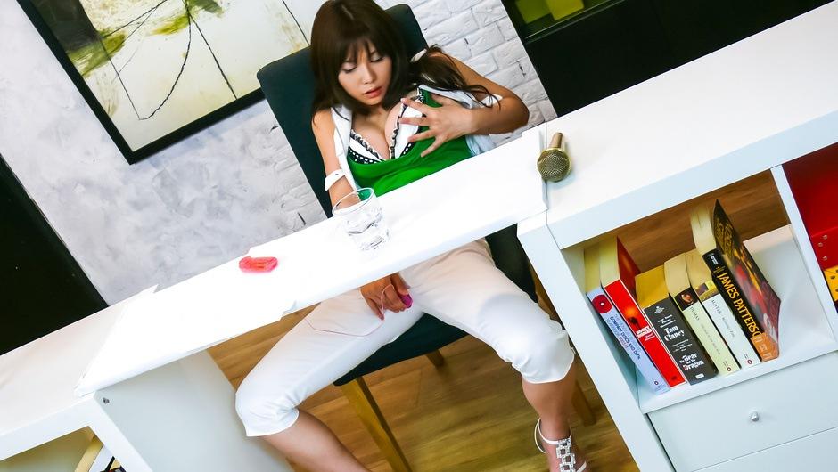 Karen Natsuhara gives a japan blowjob for facials in group sex