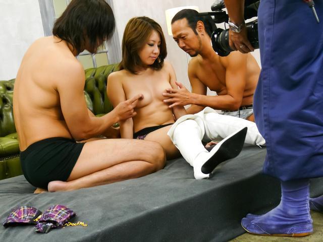 Mariru Amamiya - Mariru Amamiya gives japanese blow jobs and is creampied - Picture 1