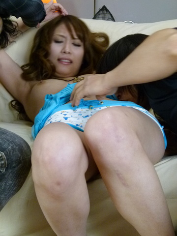 Rika Aiba - Rika Aiba offers up her pussy to two after an asian blowjob - Picture 6