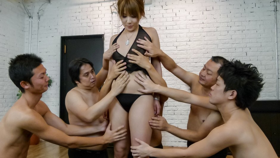 Phim Sex Gang bang with a japanese dildo and Rinka Aiuchi