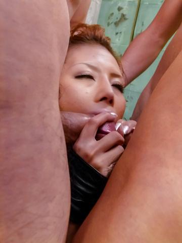 Haruka Sanada - Sexy Haruka Sanada gives an asian blow job to a group - Picture 10