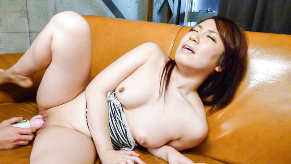 Phim Sex Sakura Ooba cums from an asian huge dildo