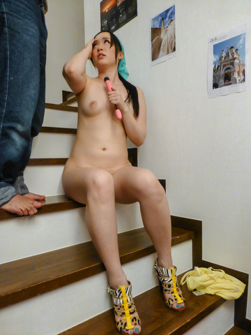 Yuka Wakatsuki - Teen cutie Yuka Wakatsuki gives an asian blowjob to two guys - Picture 11