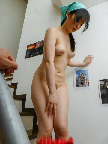 Yuka Wakatsuki - Teen cutie Yuka Wakatsuki gives an asian blowjob to two guys - Picture 6