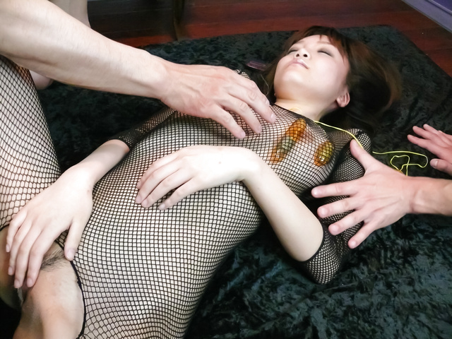 Yumemi Tachibana - Yumemi 立花美给亚洲口交和由两个奶油 - 图片 3