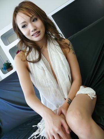 Luna - Soapy asian amateur Luna gets herself off - Picture 9