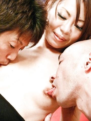 Mio Hiragi - 抚摸的迷人和性感亚洲宝贝猫和双侵入 - 图片 11