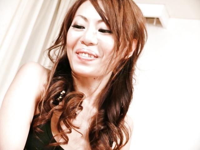 Mio Hiragi - 抚摸的迷人和性感亚洲宝贝猫和双侵入 - 图片 2