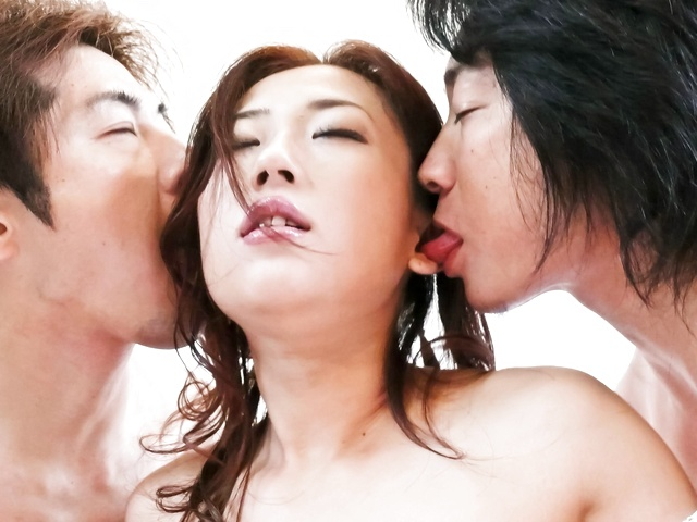 Yuu Uehara - Between two cocks there is no time to rest for Yuu Uehara - Picture 2