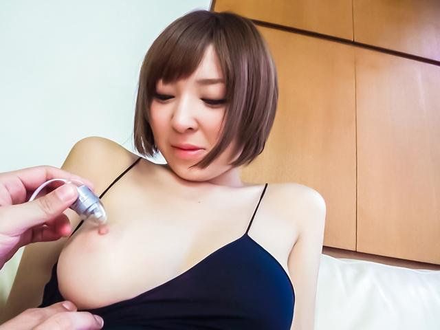 椎名ひかる - ブルルン生ハメガール~強制アクメ - Picture 1