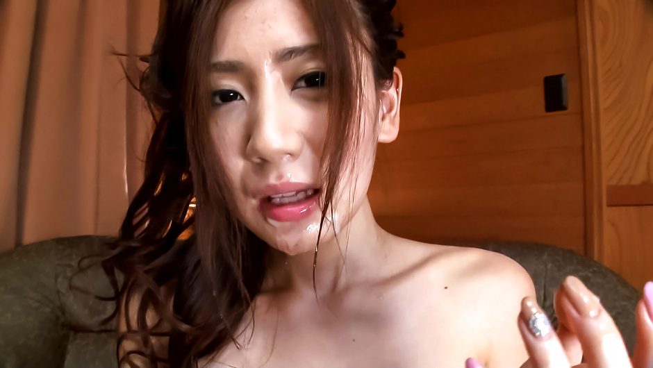 Phim Sex Girl in red panties endures Asian cum shot on face