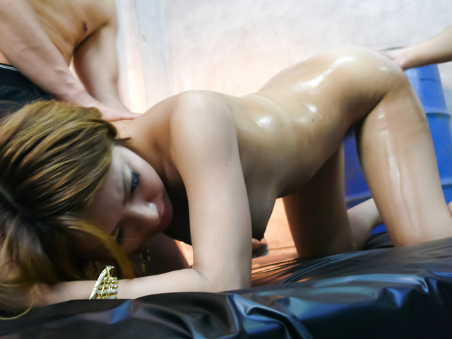 Hairy Sakura Kiryu gets stimulated and fucked