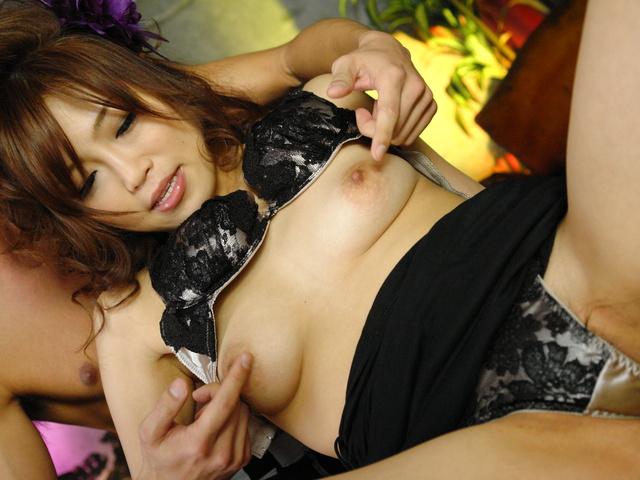 Ami Nagasaku - 野生的Ami Nagasaku 获取双渗透在组操作 - 图片 5